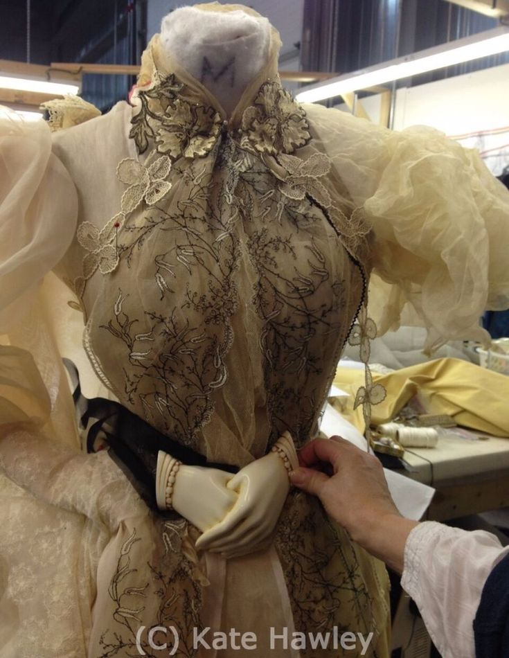 Details on the design and construction of the Crimson Peak costumes - great post from FIDM museum