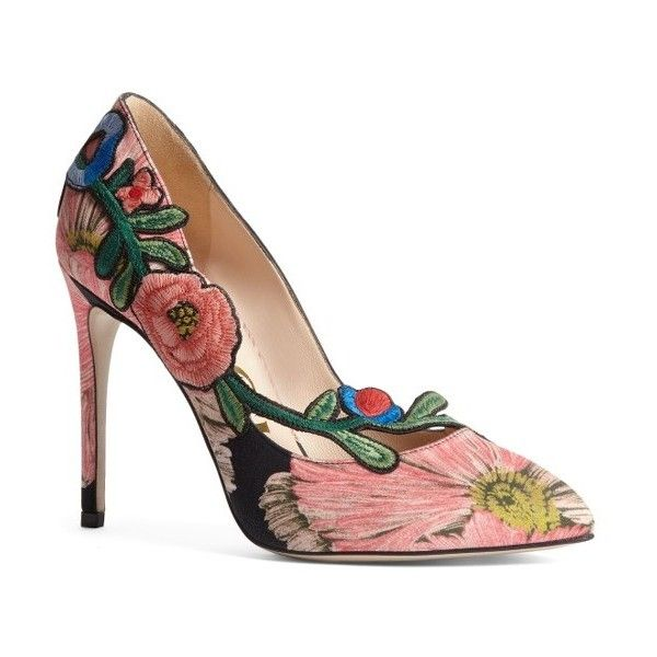 Women's Gucci Ophelia Floral Pump (11.315.200 IDR) ❤ liked on Polyvore featuring shoes, pumps, black floral, black floral pumps, pointed toe pumps, floral pumps, floral shoes and pointed toe shoes