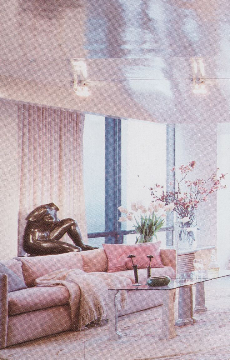 Pink pastels all over the place // 80s vibes in interior design //