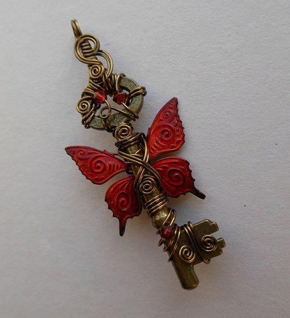 Красный Бабочка Крылатый Основные Подвеска - красный / оранжевый пламени Inked рисунком бабочки Крылатый провода обернутые Antique Brass Key, кристаллы Swarovski