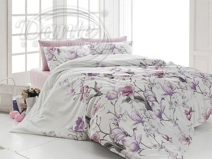 Okouzlující světlé povlečení s romantickým motivem velkých květů ve fialové barvě.     Z obou stran má povlečení stejný potisk. Barva podkladu je bílá, malinko s nádechem do smetanova.     Zapínání je řešeno kvalitním zipem.     Ložní povlečení je vyrobeno ze 100% hladké bavlny.