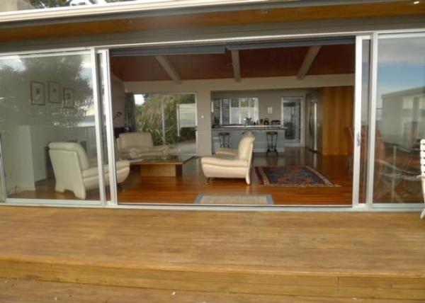 Raumati Beach Holiday Home Rental - 4 Bedroom, 2.0 Bath, Sleeps 8