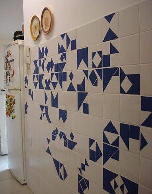 Recortes de contact criam estampas no azulejo                                                                                                                                                                                 Mais