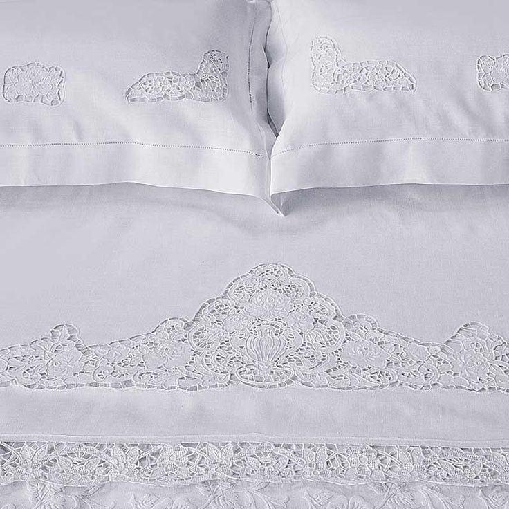 An elegant sheet and with regal aspect thanks to cutwork hand-embroidery on pure linen fabric finishing by handmade hemstitch.