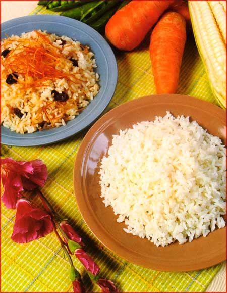 Arroz graneado y variaciones Ingredientes • 2 tazas de arroz • 1 cucharadita de ajo molido • 2 1/2 tazas de agua • Sal al gusto • 4 cucharadas de aceite Preparación 1.Calentar el aceite en una olla y freír el ajo con sal al gusto, cuidando que no se queme. Echar el arroz y  …  Continue reading →