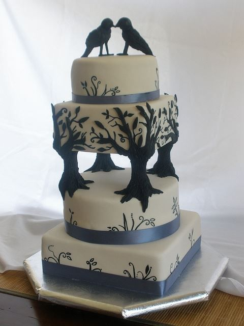 This is a AWSOME CAKE, see how the trees hold the other part of the cake, just amazing