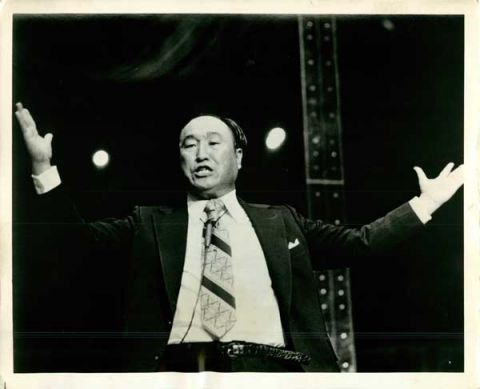 Gesturing enthusiastically, the Rev. Sun Myung Moon delivers a sermon. (Date unknown) RNS photo by Chris Sheridan