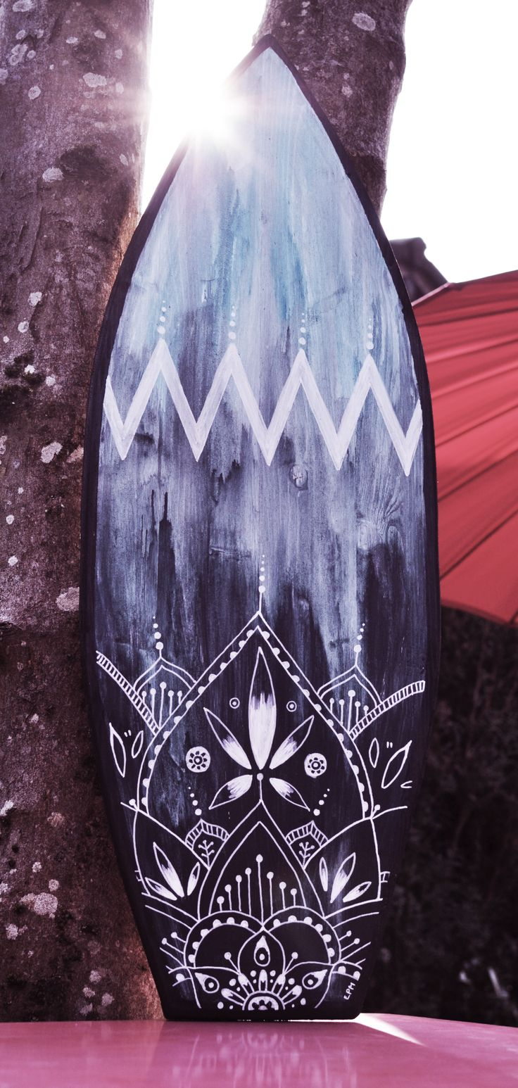 https://www.alittlemarket.com/decorations-murales/fr_eva_lubart_planche_de_surf_deco_malibu_-17671673.html Eva Lubart Artwork - surfboard - design - mandala - boho - tropical - déco -