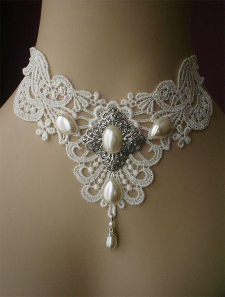 $34.29 in Euros (€ 25.42) @Abbey Adique-Alarcon Phillips Regan Truax://www.poppenkraal.nl/Bruidschoker-parels // Encontrado en etsy.com Victorian choker - bridal choker - gothic choker whimsical white cream pearls…