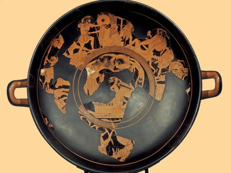 L'attività di #Euphronios è suddivisa in due fasi distinte. La prima, come ceramografo nelle officine di Kachrylion e di Euxitheos, tra il 520 e il 500 a.C., si svolse in relazione con altri pittori di figure rosse che John Beazley ha riunito sotto il nome di Pionieri. Furono i primi ad esplorare tutte le possibilità concesse dalla tecnica di recente invenzione, a comprendere la possibilità di modulare densità e intensità cromatica della linea e ad applicarla allo studio del corpo umano.