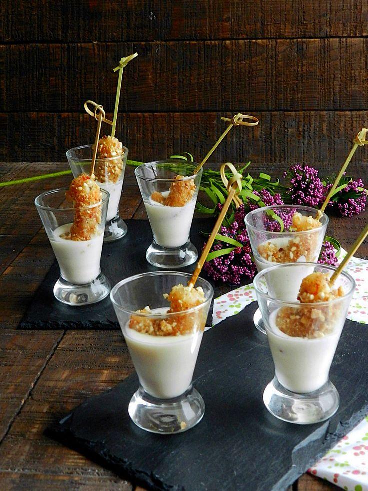 Hoy una receta facilita- Gambas crujientes con salsa de Parmesano. Rápida de preparar y muy buena para un aperitivo.