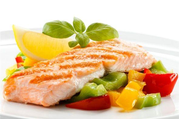 Balık: Diğer bir kaliteli protein kaynağı ise balıktır. Özellikle temiz denizlerin balıkları, kedi balığı, morino balığı, tatlı su balıkları ve beyaz etli balıklar sağlıklı seçimler olacaktır.