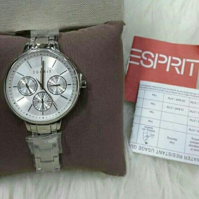 Saya menjual Jam Tangan Wanita Esprit ES108152001 Silver Rantai Original Murah seharga Rp1.350.000. Dapatkan produk ini hanya di Shopee! https://shopee.co.id/azshop30/216404551/ #ShopeeID