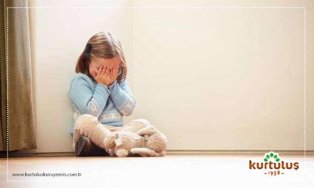 Kız çocukları ve erkek çocuklar arasındaki eşitsizlikler, dünya genelinde milyonlarca çocuğu hala etkiliyor. Konunun merkezinde ise eğitim yoluyla kız çocuklarının güçlenmesi ve yaşam becerilerinin artırılması yer alıyor. www.kurtuluskuruyemis.com.tr #dünyakızçocuklarıgünü