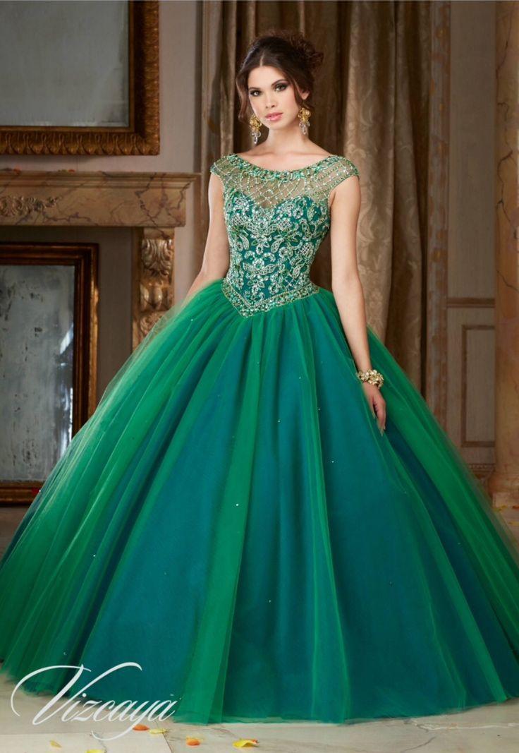 Verde esmeralda efecto tornasol en la falda. XV Años.