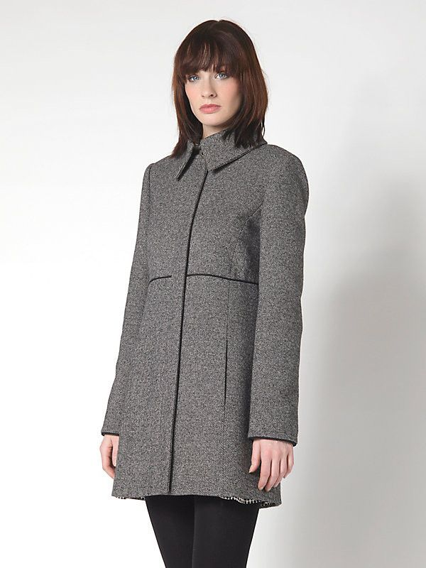 cappotto lungo Patrizia Pepe Fw2015, in tessuto maschile, più stretto in vita, con tasche nascoste sul davanti colore Black Texture, taglie 40,42,44.