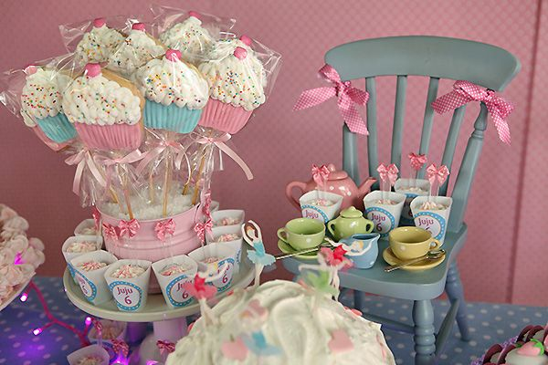 A Cupcake Theme: Cupcake Pops