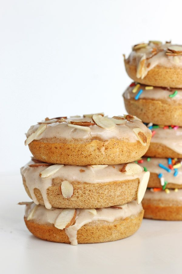 Banana Bread Baked Donuts with Cinnamon Maple Frosting