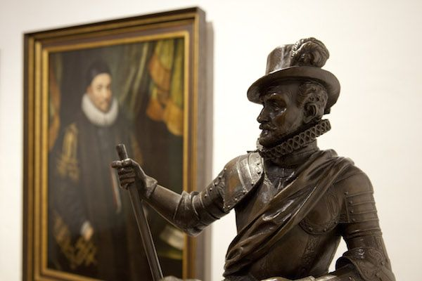 Standbeeld Willem van Oranje bij Museum Prinsenhof Delft https://www.fijnuit.nl/1107/museum-prinsenhof-delft