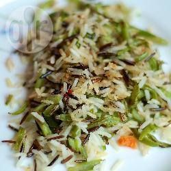 Жареный рис со стручковой фасолью и мятой