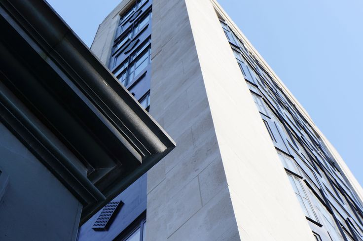 #Nebulous spray water #cleaning of #Portlandfacade from temporary cradles