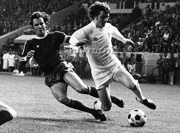 NO PENALTY ! Franz Beckenbauer fouls Allan Clarke in the penalty area. In todays game that would be a penalty & Beckenbauer would be sent off. European Cup Final 1975