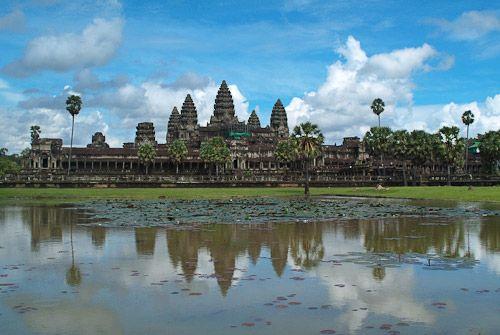Angkor Wat reflejado en uno de sus estanques