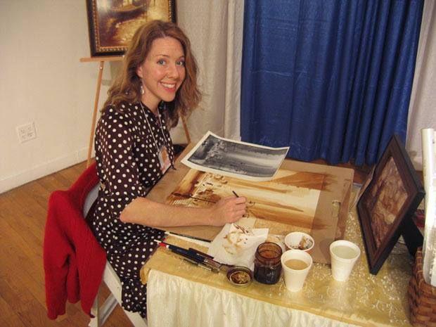 Karen Eland je talentirana slikarica iz SAD-a koja koristi isključivo espresso za preslikavanje nekih najpoznatijih slika u povijesti. Karen je zvijezda Internet portala i TV Show programa. Više o Karen: http://coffee-art.com/