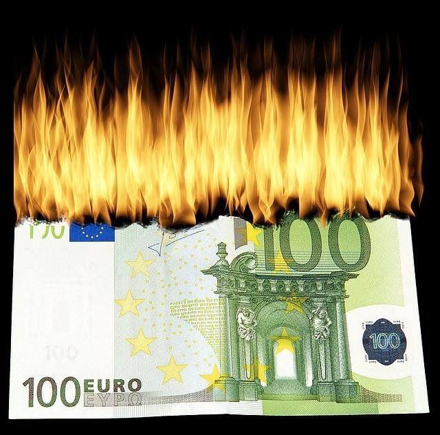Lass Dein Geld nicht verbrennen - es ist höchste Zeit. Hol Dir dein Geld zurück. Lebensversicherung - Sammelklage nach EuGH-Urteil! Egal ob der Vertrag gekündigt oder noch aktiv ist. Ob Dein Vertrag betroffen ist, kannst Du hier kostenlos überprüfen. http://www.selbstvorsorge.at/mehr-geld-von-der-lebensversicherung.html  Geld zurück von der Lebensversicherung #Lebensversicherung #Sammelklage #Rückabwicklung #Geldzurück