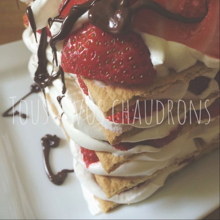 Tous à vos chaudrons...: Gâteau ICEBOX aux fraises de Suzy Châteauvert