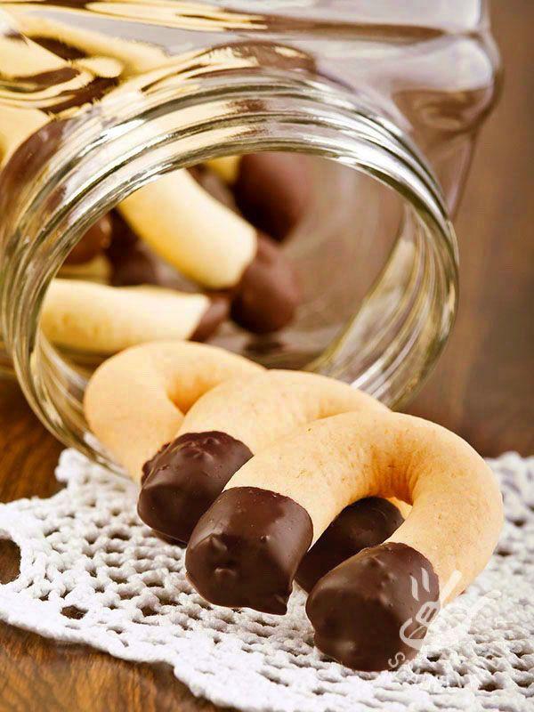 chocolate cookies - I Ferri di cavallo al cioccolato sono dolcetti squisiti che faranno divertire, per la loro forma, anche i bambini! Conservateli per voi o regalateli!