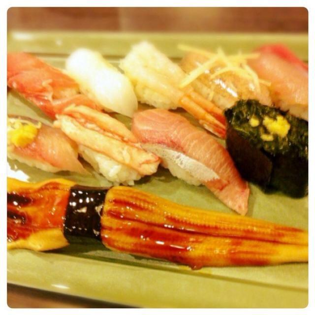 七尾駅前の回転寿司屋さん サワラソデ、アオリイカ、甘エビ、ハタハタ、ふくらぎ(ブリの子ども)、鯵、蟹、ブリ、マツモ、穴子。 あと白海老、赤にし貝と地物のお寿司を頂く☺️ - 41件のもぐもぐ - お寿司@石川県七尾市 by Fumi