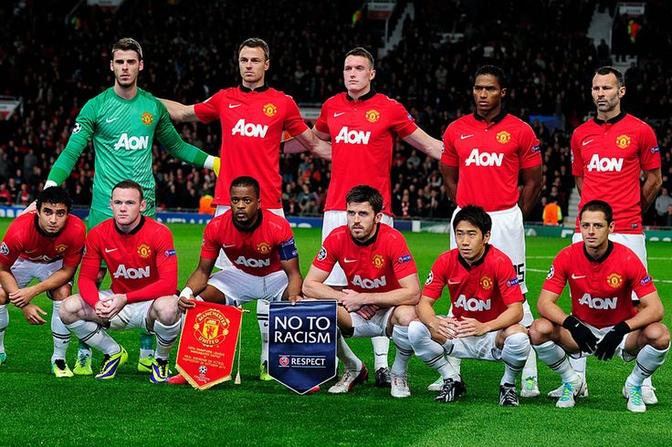 Manchester United line up before kick-off
