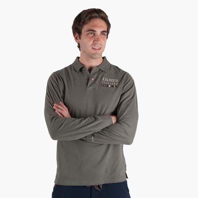Polo in jersey di cotone invernale a manica lunga. Spacchetti laterali con interno tricolore e collo e polsi in costina. Personalizzazione a...