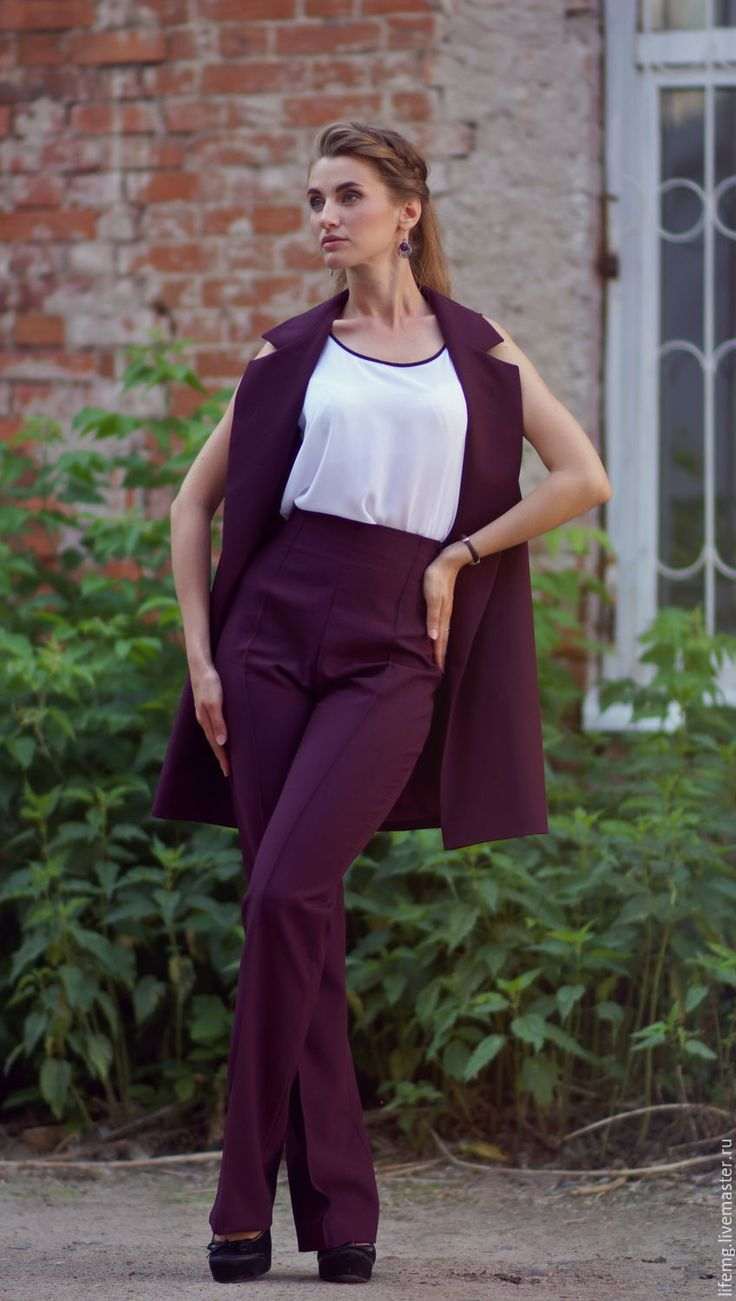 Купить или заказать Длинные брюки с высокой талией в интернет-магазине на Ярмарке Мастеров. Длинные брюки с высокой талией из габардина. Потайная молния в цвет, стрелка отстрочена. Бордовый в наличии размер 42.любые другие цвета и размеры по вашему заказу!