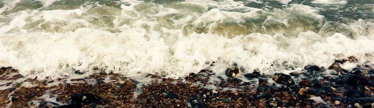 Crashing abasing the shore