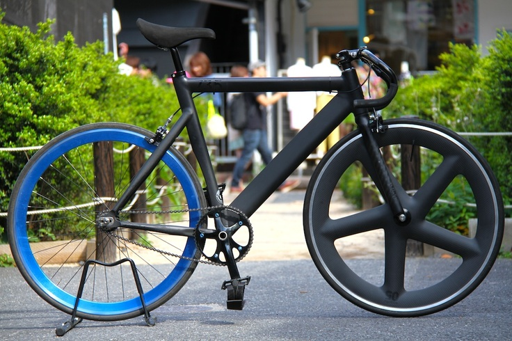 LEADER BIKE 735TR × NOTORIUS 05 CARBON WHEEL
