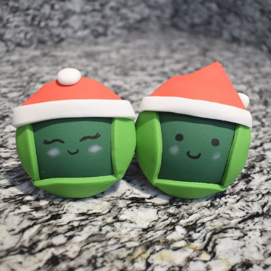 To get the domed shape for these bauble cupcake toppers, we made them in advance and left the icing to hold it's shape on a foam dome.