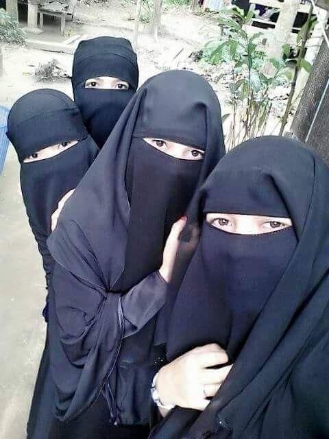 Niqabi friends taking a group pic (GOALS!)