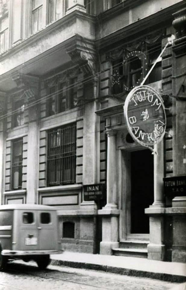 İsmi Türkçe eski bir banka; Tutum Bankası #Galata #istanbul #istanlook #birzamanlar #oldpics