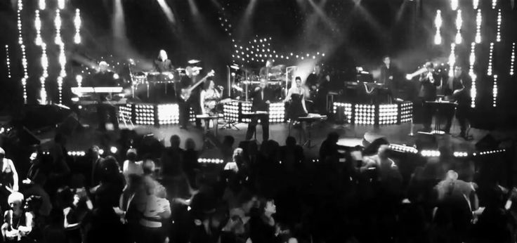 100% Live Band! www.theshowmen.com Info@theshowmen.com  1.450.667.0631
