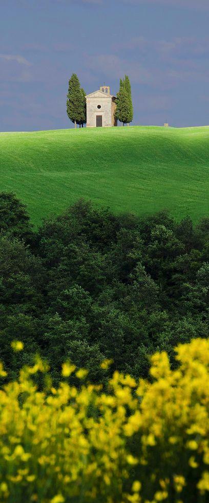 郷愁を誘う風景…。イタリア、トスカーナの小さな村「サン・キリコ・ドルチャ」。                                                                                                                                                                                 もっと見る