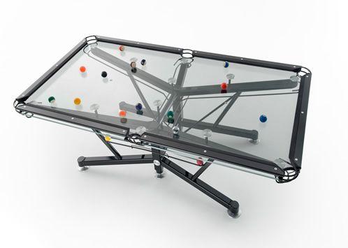 強化ガラスと特殊シートで出来た透明なビリヤード台