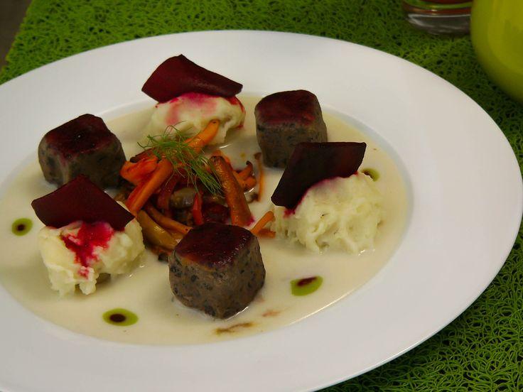 Comida Vegetarina en Cúcuta - Restaurante Pangea Natural Life Dados de frijol en papa tres textura #cucuta #vidasaludable #restaurant #vegano #promociones #halloween