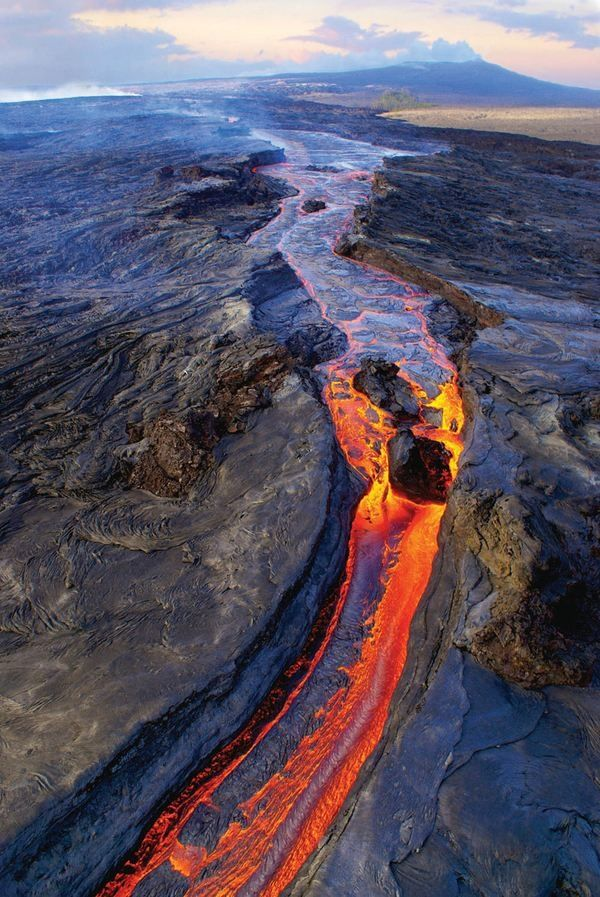 Lava flows from Pu'u O'o Crater on   Kilauea. Kilauea acts as a pressure-relief valve for Mauna Loa, and vice versa,   according to a model suggesting the volcanoes connect deep   underground.