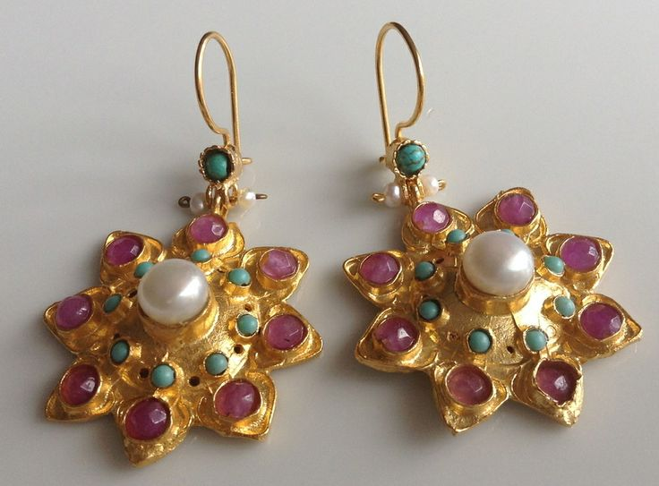 "With a combination of colours that are perfect for summer.These beautiful 8-point gold plated on to brass earrings are set with a centered fresh water pearl surrounded by Turquoise beads, and finished with pink-dyed Agate in each point of the star.These earrings perfect as a present or a gift to yourself.Total length including hook approx. 5 cm (2"")Please keep away from perfumes, lotions, etc. Remove when showering, swimming, exercising."