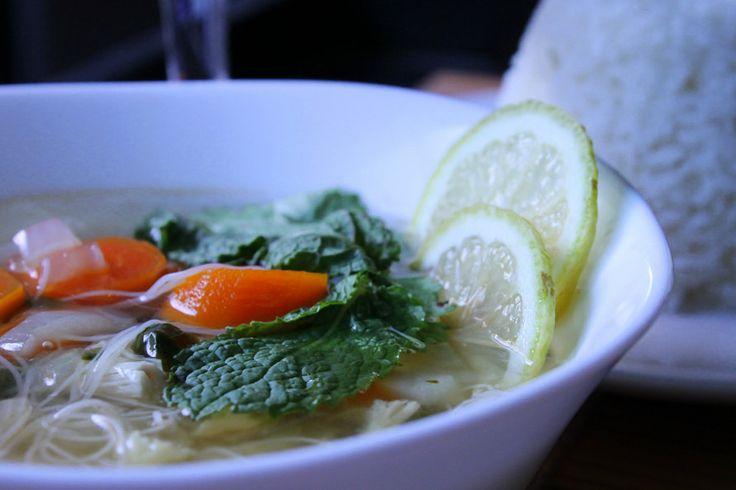 en la cocina: Exotico, simple e increiblemente delicioso: sopa de fideo chino y verduras