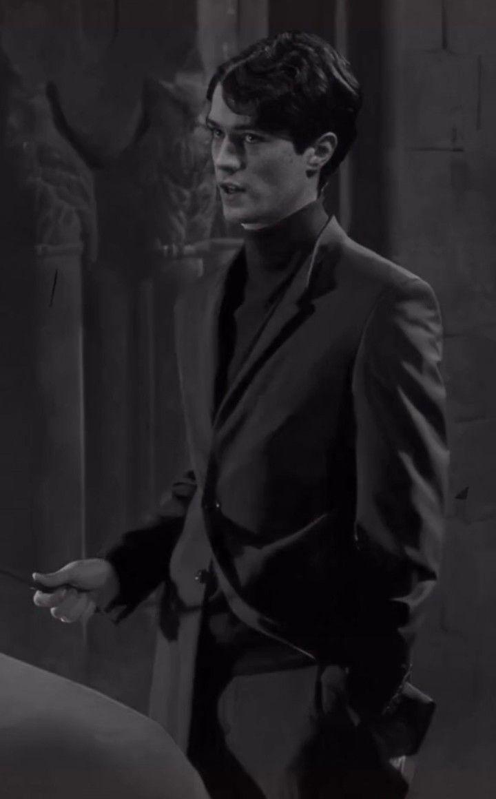 Tom Marvolo Riddle In Black Suit Harry Potter Actors Harry James Potter Tom Riddle