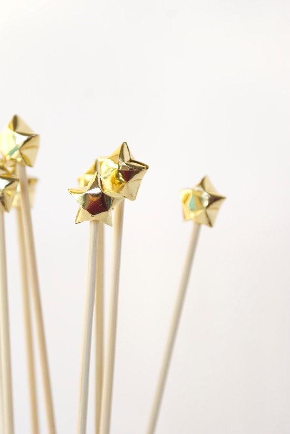 omg...Christmas origami stars. obsessed.