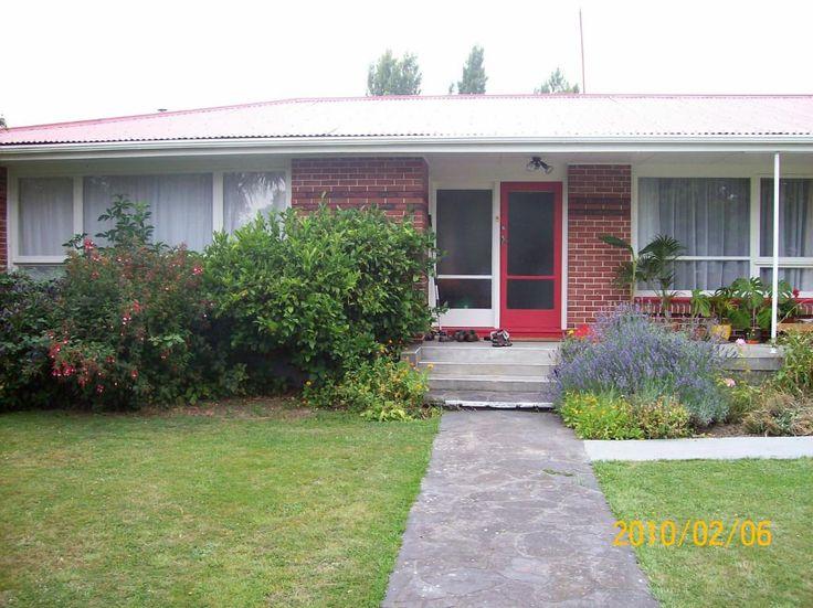 Homestay Christchurch, Canterbury, New Zealand. Murray and Toyomi - HomestayIn.com